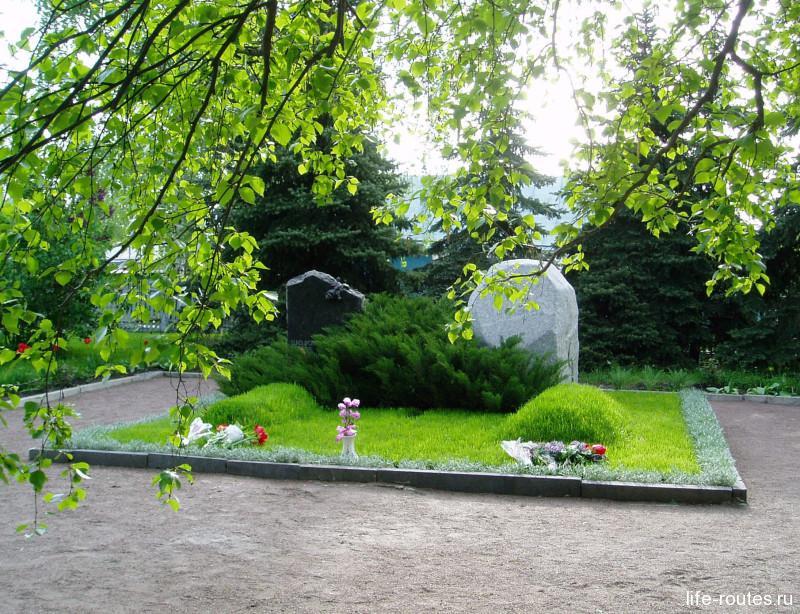 Могила Шолохова