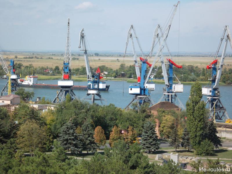 Дон и Азовский порт