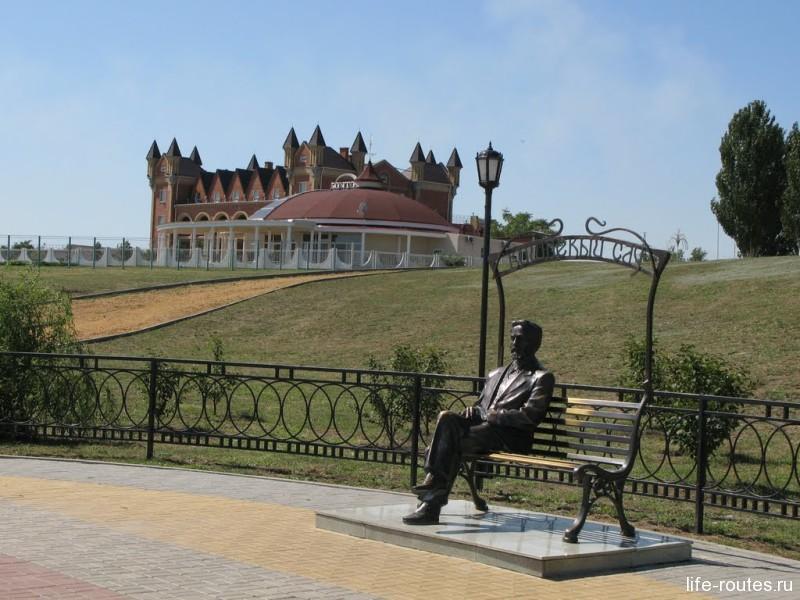 """Памятник """"Вишневый сад"""""""