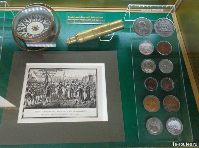 Медали и предметы навигации петровской эпохи