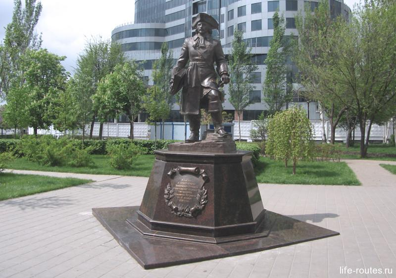 Памятник основателям Темерницкой таможни