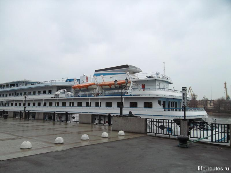 Прогулочные кораблики ждут своего часа