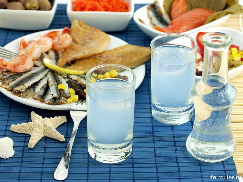 Традиционная водка узо лучне всего подходит к греческим морепродуктам