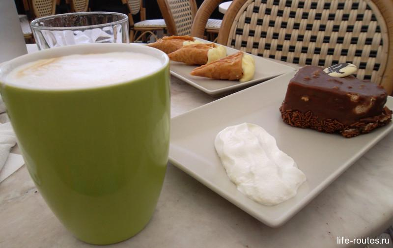 """Десерт """"Шоколадное сердце"""" и традиционная Фесаллоникийская треугольная слойка с кремом"""