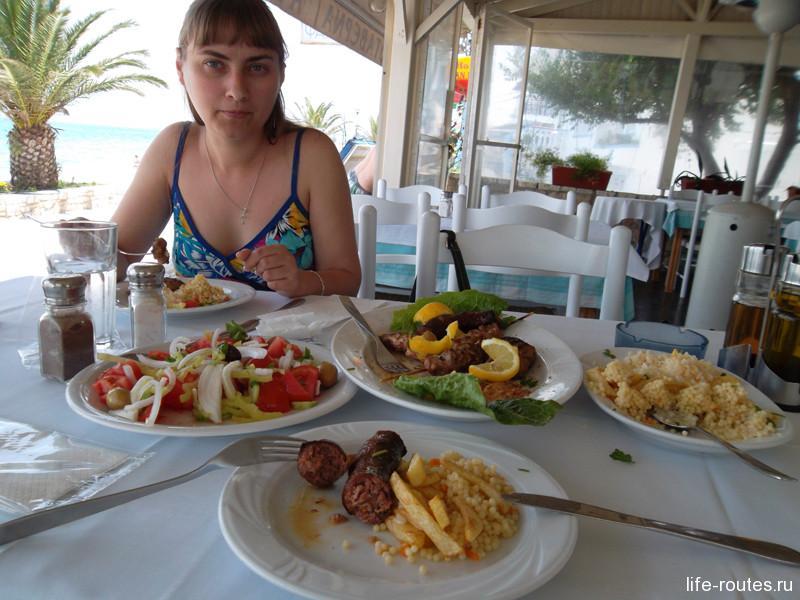 Все эти тарелки (кроме салата) нам принесли, когда мы заказали 1 порцию мясного ассорти на двоих!