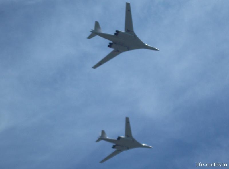 Сверхзвуковые стратегические бомбардировщики Ту-160 Белый лебедь»