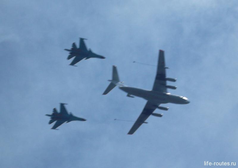 Дозаправка пары бомбардировщиков Су-24