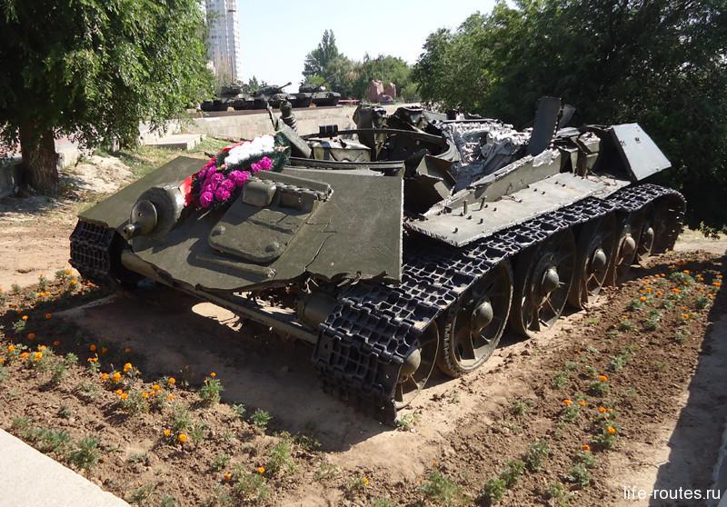 Боевой танк, поднятый со дна Волги