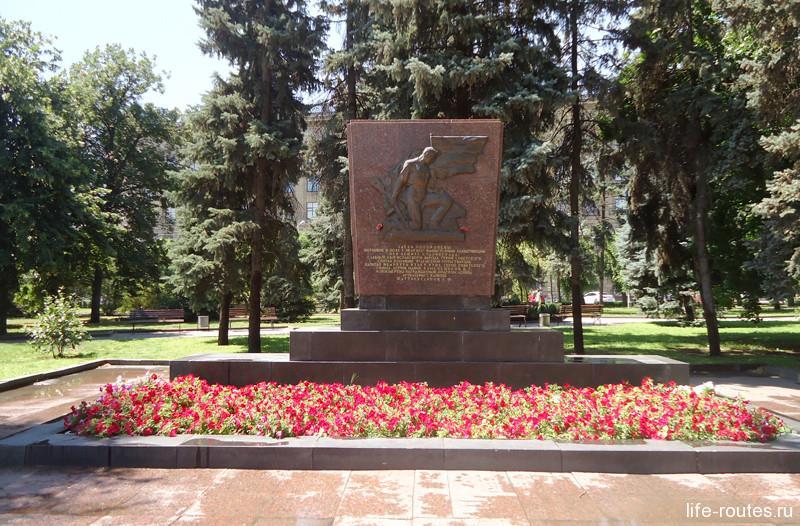Братская могила испанца, русского и татарина