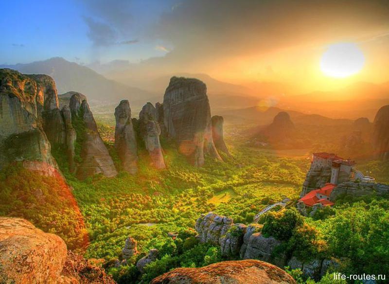 Поездка в Грецию планировалась, чтобы увидеть восьмое чудо света - завораживающий пейзаж Метеор
