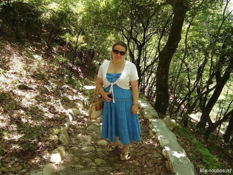 Лесные тропинки по пути от монастыря св. Варлаама к монастырю св. Николая Анапавсаса