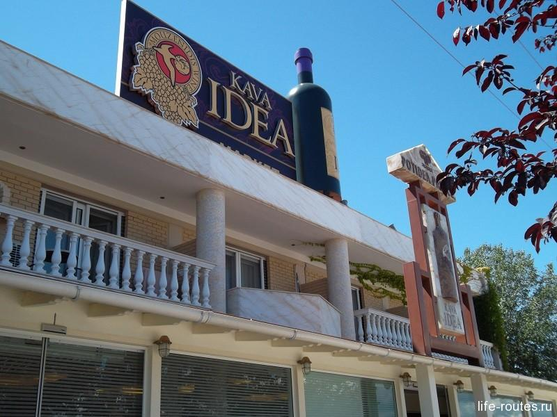Вино от Музенидис можно испробовать в греческих погребах на полуострове Халкидики