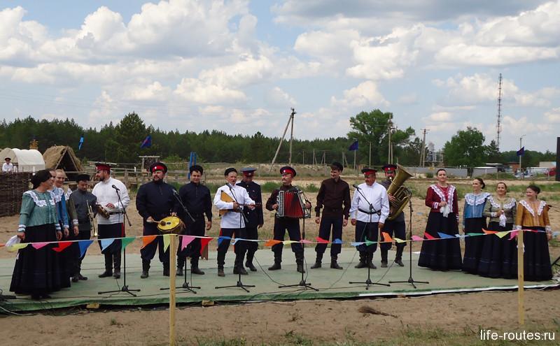 По традиции на праздник приехали фольклорные коллективы