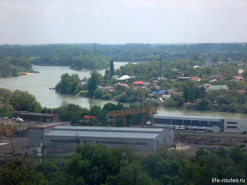 Река Кубань. На противоположной стороне уже Адыгея