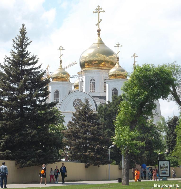 Улица Красная начинается от собора А. Невского