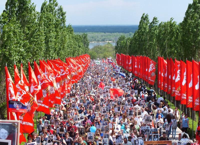 Начавшись от площади Ленина, шествие завершилось на Мамаевом кургане