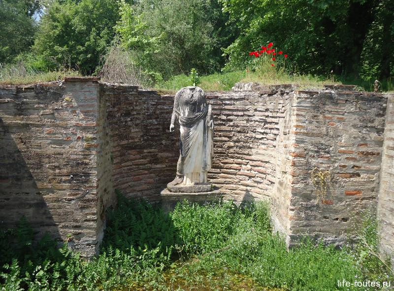 Скульптура Исиды в алтаре святилища