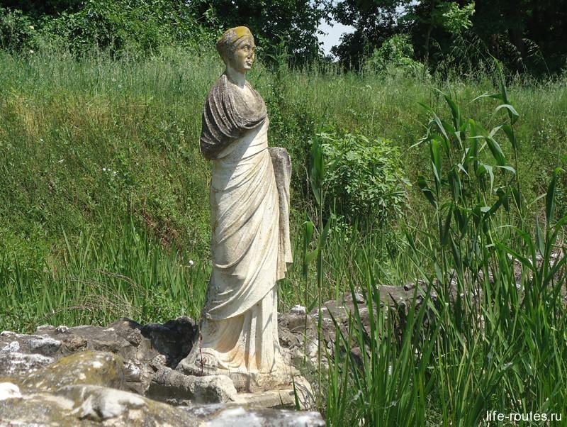 Скульптура прихожанки Юлии