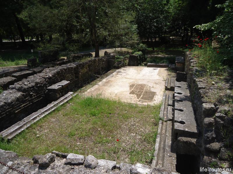 Общественный туалет времен античности