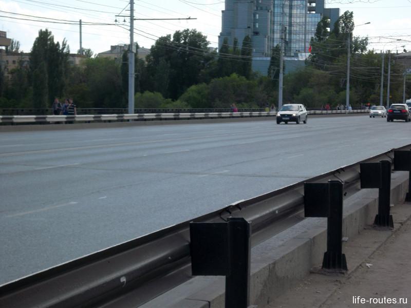 Сейчас Астраханский мост одна из главных транспортных артерий города
