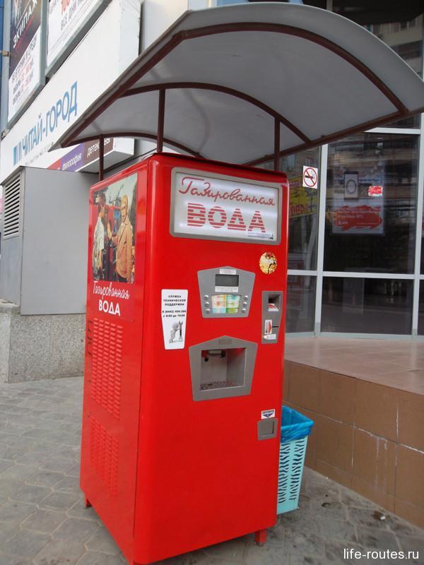 """Привет из советского прошлого. Работающий автомат с газировкой у ТРЦ """"Пирамида"""""""