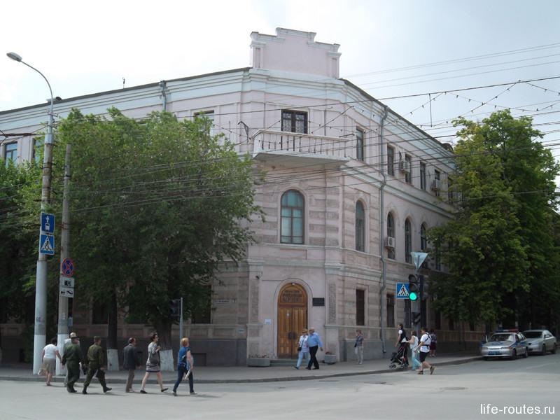 Еще одно здание музея, где разместилась выставка, посвященная волгоградскому кинематографу