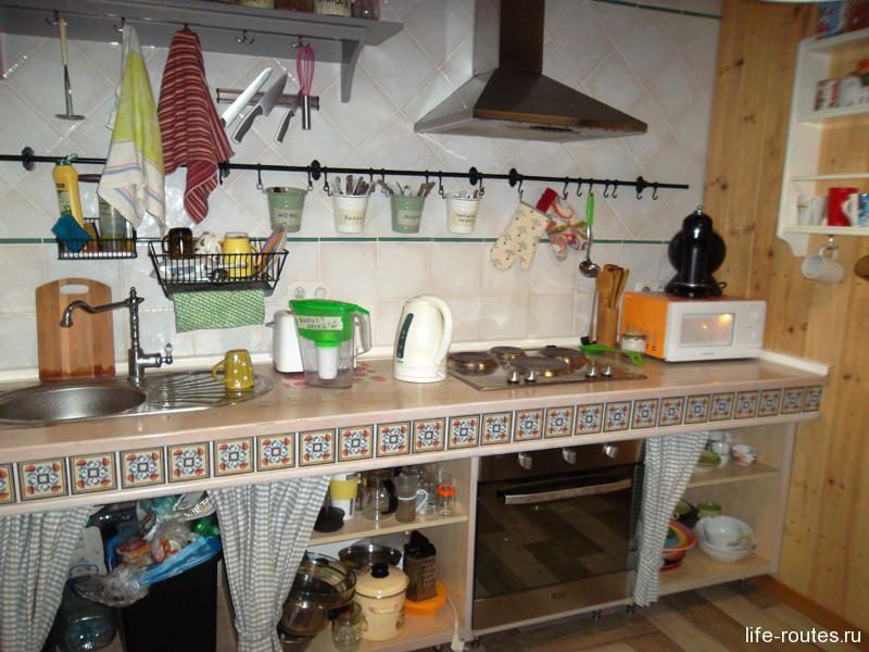 В кухне есть буквально все для приготовления пищи. Даже сода и гречка