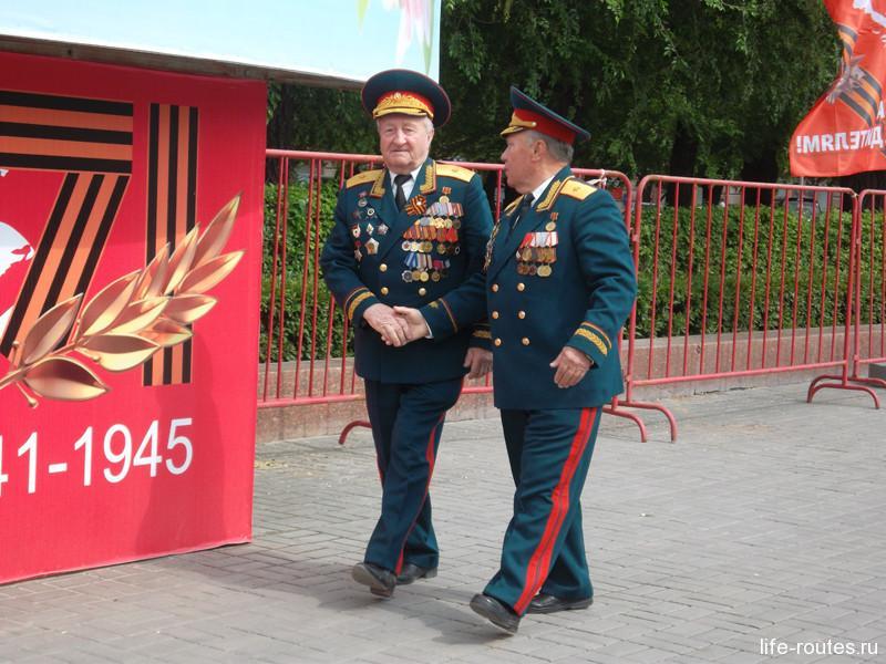 Кроме ветеранов в праздничных мероприятиях принимают участие и военные