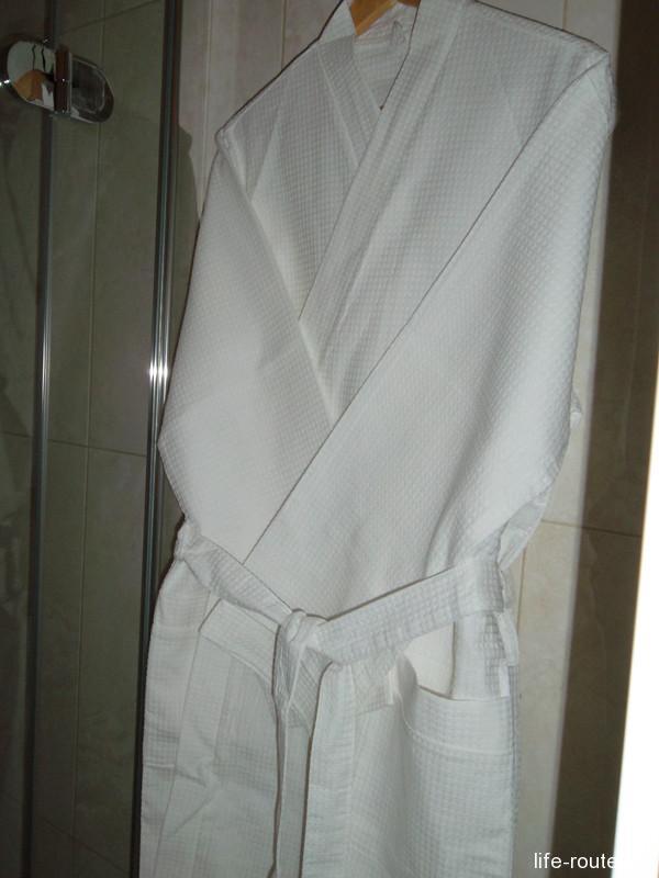 Ну и, конечно, халат и тапочки