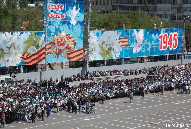 Зрителями на площадь Павших Борцов собрались около 20 тыс. волгоградцев и гостей города