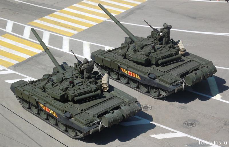 Историческую часть сменили современные машины, в частности танк Т-90
