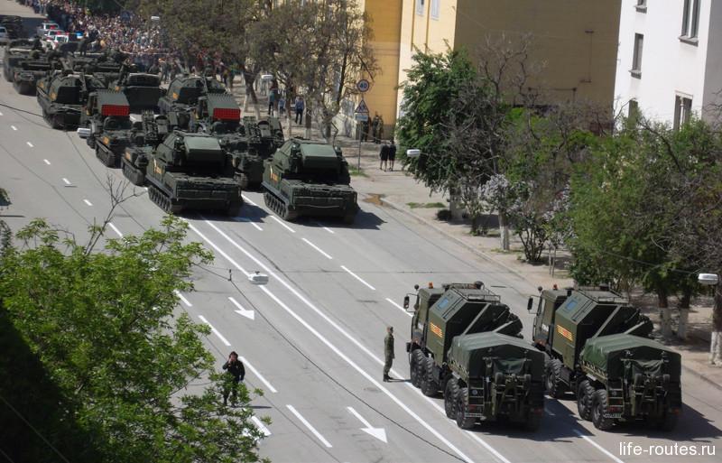 Всего в параде Победы в 2016 году приняли участие более 20 образцов исторической и современной военной техники