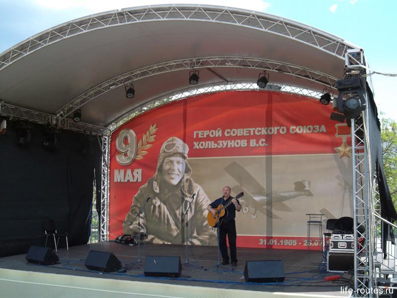 """9 мая на трех сценических площадках вдоль набережной завершился фестиваль авторских песен """"Музыка майских фонтанов"""""""