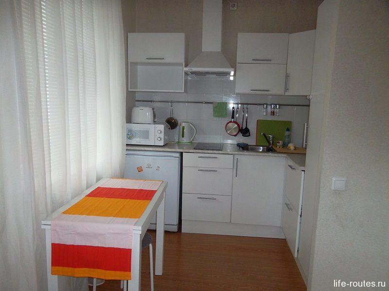 Имеется небольшая кухня