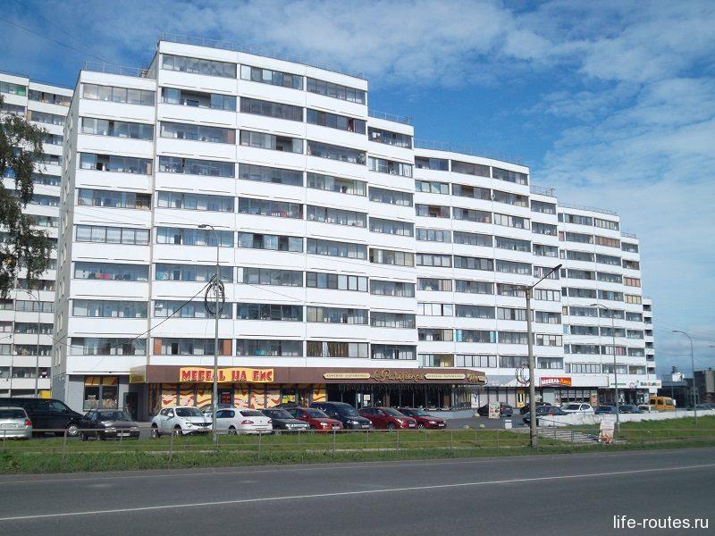 В этом доме мы снимали квартиру, когда жили в Петрозаводске