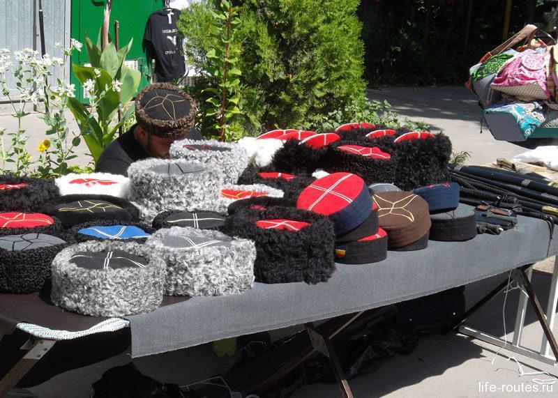Есть и традиционные казачьи сувениры