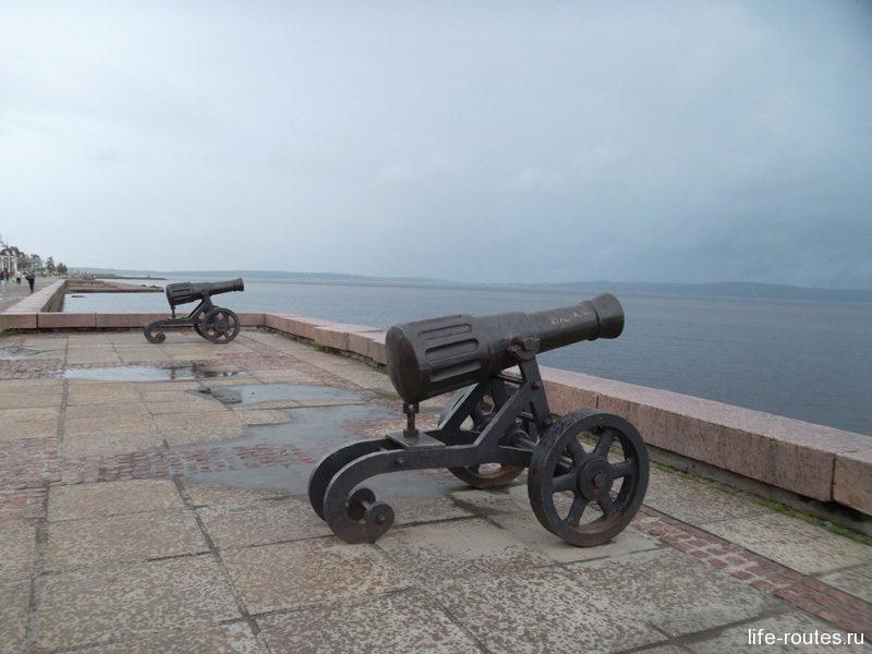 Пушки с пристани палят, кораблю пристать велят ... :)