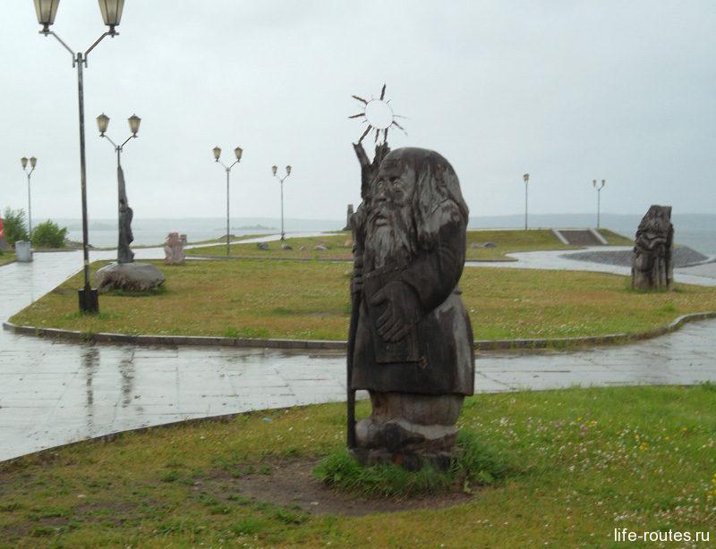 Дождь помешал рассмотреть каждую скульптуру в отдельности