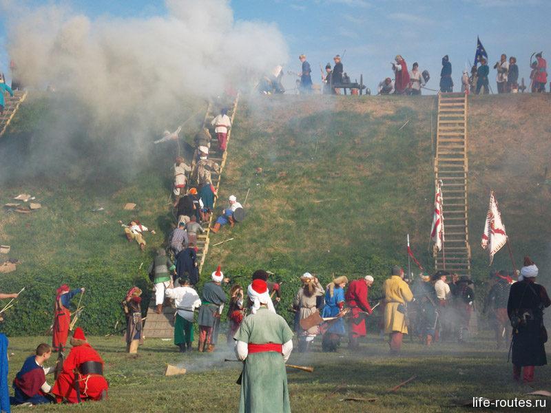 Снова турки штурмуют крепость
