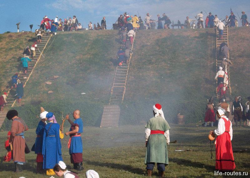 Со всех флангов штурмуют турки отважных казаков...
