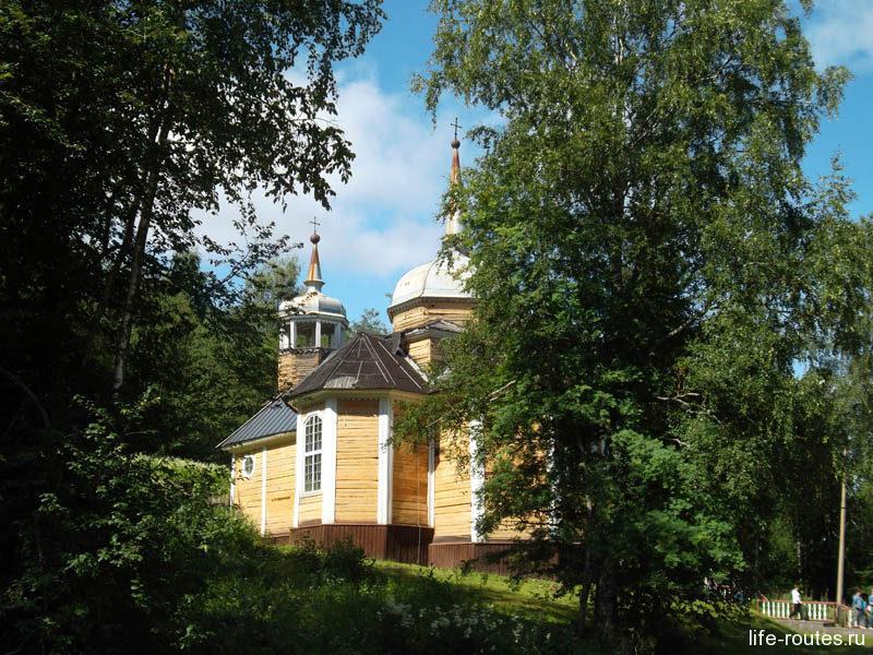 Церковь Апостола Петра была построена по чертежам императора Петра I