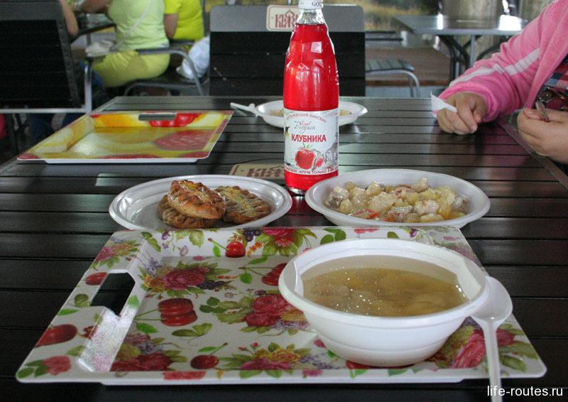 Обед в кафе на острове Кижи