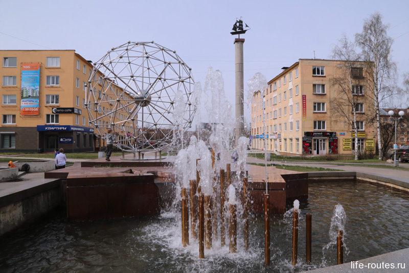 "Памятник-фонтан ""Молекула фуллерена"""