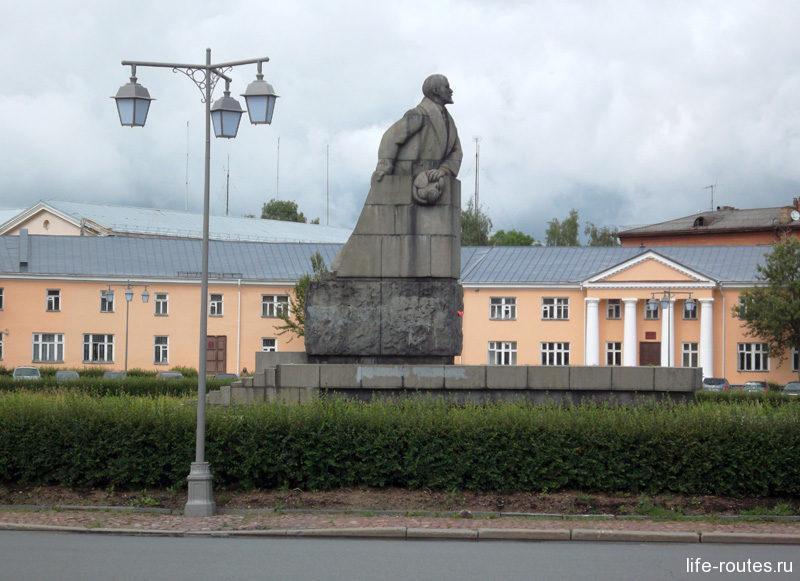Памятник Ленину на площади Ленина