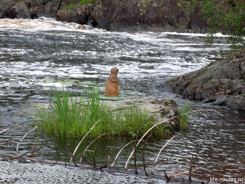 Помните этот камень? Отсюда Женя Комелькова прыгнула в воду в известном фильме