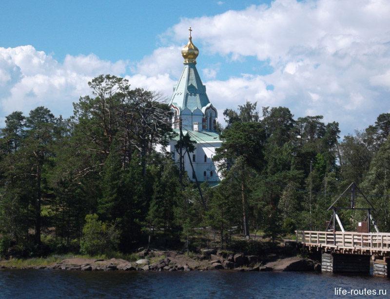 А вот и сам Никольский скит с живописным храмом Николая Чудотворца
