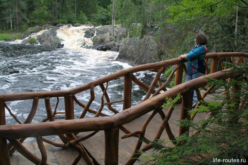 Деревянные мостики совсем не портят окружающий пейзаж
