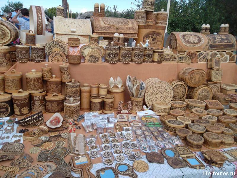 Ну и, конечно, не забыли организаторы праздника и про традиционные сувениры