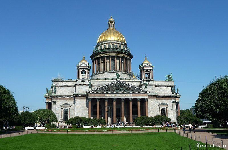 Рускеальским мрамором облицован Исаакиевский собор и другие здания Санкт-Петербурга