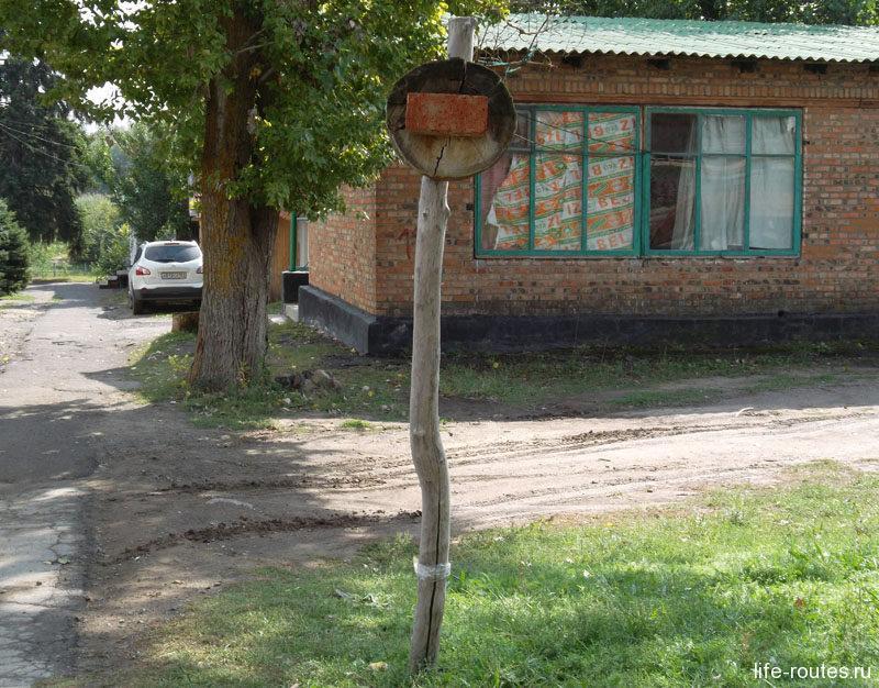 """Знак """"Остановка запрещена"""" появился, видимо, еще в бронзовом веке. Тогда это был просто кирпич :)"""